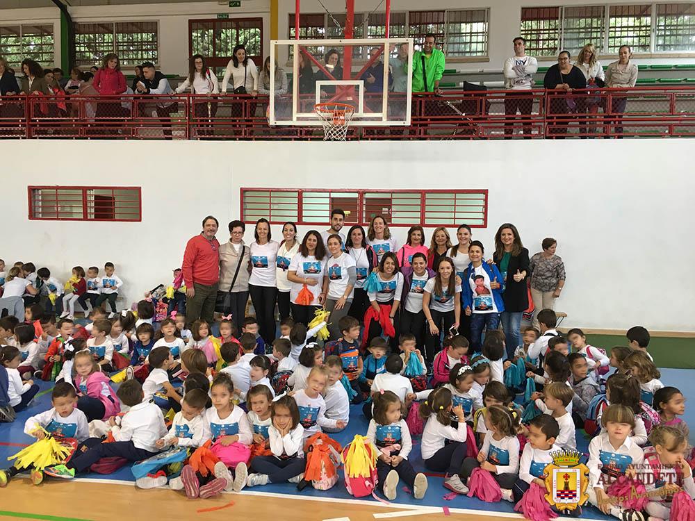 0d537e81096 Pocos minutos después de las nueve de la mañana más de 300 niños de los  Colegios Virgen del Carmen y Virgen de la Fuensanta marchaban hacia el  Pabellón ...